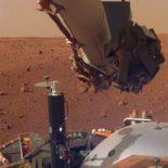 Mars InSight успешно установила на Марсе все приборы [видео]