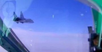 МиГ-31БМ: учебный воздушный бой на практическом потолке [видео]
