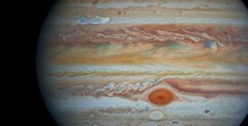 Hubble снял белый шторм на Юпитере [видео]