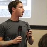 Цукерберг обещает развивать мобильные приложения для Facebook