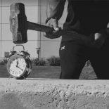 Будильник Rock Clock: когда мотивирует Скала [видео]